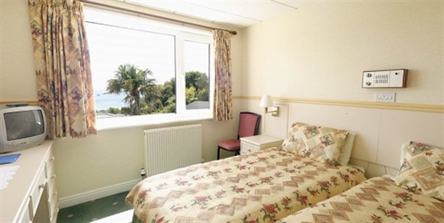 Miramar Hotel - bedroom