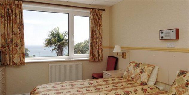 Miramar Hotel - bedroom2
