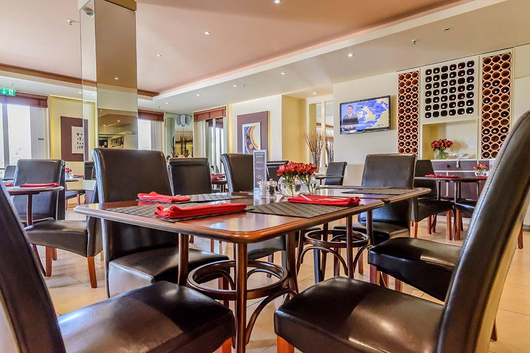 Hotel de France restaurant-dining-area