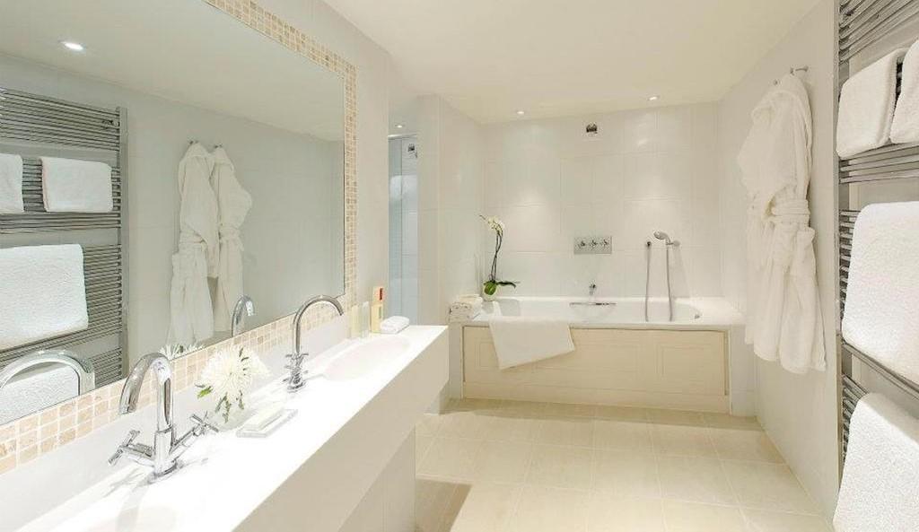 Fermain Bathroom