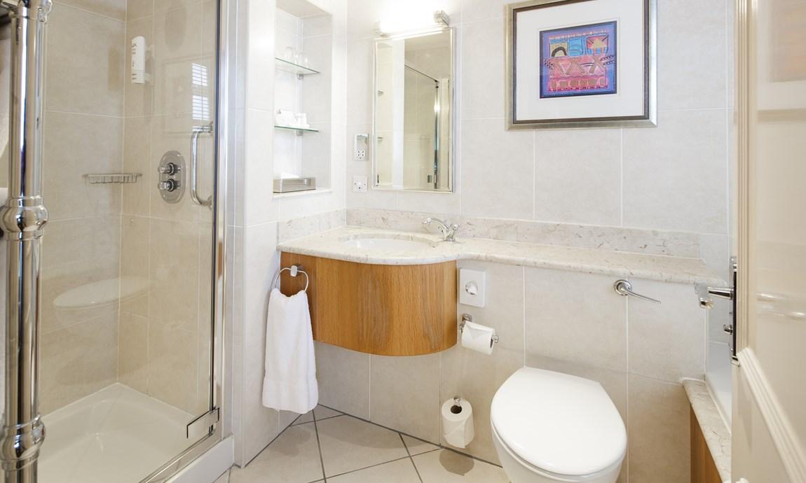 Pomme dOr Superior Harbour View Room bathroom Shower